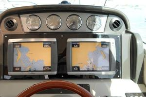 48' Sea Ray 48 Sundancer 2005 Helm electronics