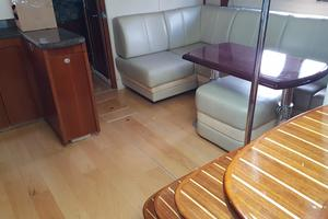 48' Sea Ray 48 Sundancer 2005 Wooden floor in salon