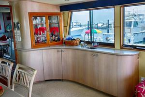 74' Hatteras Motor Yacht With Cockpit 1990 Salon - Wet Bar