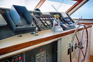 74' Hatteras Motor Yacht With Cockpit 1990 Pilothouse helm