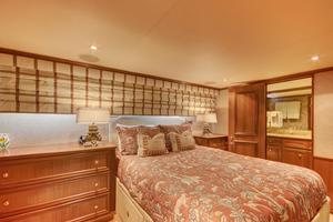 118' Broward Raised Pilothouse MY 2000 Queen Guest Stateroom