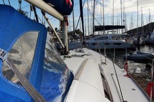 54' Beneteau Oceanis 54 2011 Midships Fwd