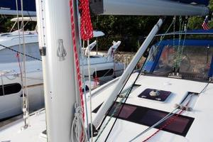 54' Beneteau Oceanis 54 2011 Mast