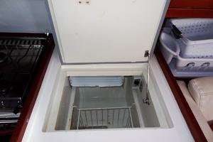 54' Beneteau Oceanis 54 2011 Freezer