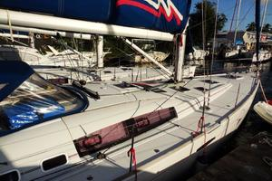 54' Beneteau Oceanis 54 2011 Midships
