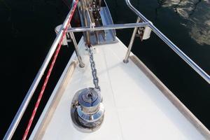 54' Beneteau Oceanis 54 2011 Windlass