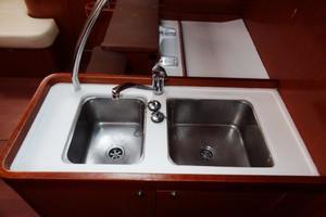 54' Beneteau Oceanis 54 2011 Sinks