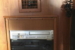 61' Buddy Davis 61 Sportfish 1989 JVC Stereo CD, DVD