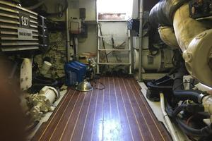 61' Buddy Davis 61 Sportfish 1989 Engine room entry