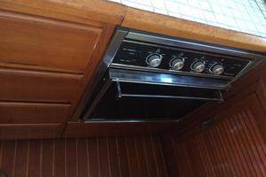 46' Overseas PT 46 Sundeck 1987 Stove & Oven