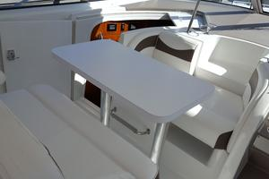 40' Cruisers Yachts 390 Sports Coupe 2008 Cockpit dinette2