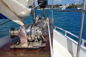 53' Bruce Roberts 53 Custom Ketch 2011 '11 Bruce Roberts 53' Ketch windlass