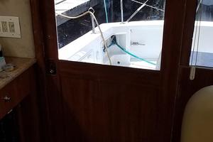 48' Ocean Yachts Super Sport 48 1990 Entrance door