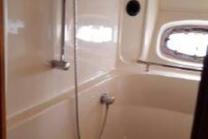 48' Sea Ray 480 Sundancer 2005 Master Shower