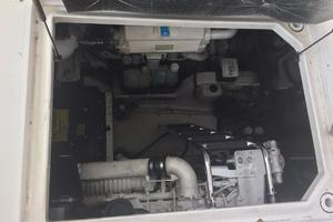 48' Sea Ray 480 Sundancer 2005 Engine room