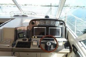48' Sea Ray 480 Sundancer 2005 Helm Area