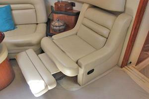 46' Sea Ray 460 Sundancer 2003 Salon Recliner