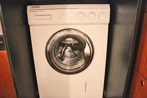 46' Sea Ray 460 Sundancer 2003 Washer/Dryer Combo In Mid-Cabin