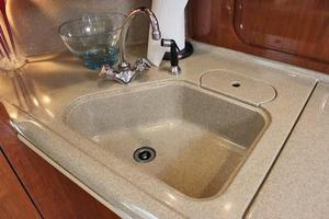 46' Sea Ray 460 Sundancer 2003 Molded Sink