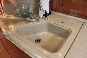 46' Sea Ray 460 Sundancer 2003 Molded Sink
