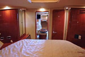 46' Sea Ray 460 Sundancer 2003 Forward Master Stateroom Looking Aft