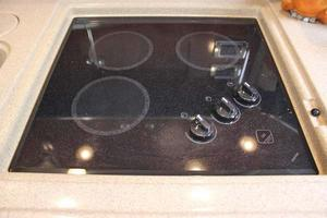 46' Sea Ray 460 Sundancer 2003 3-Burner Glass Cooktop