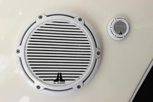 46' Sea Ray 460 Sundancer 2003 JL Audio Marine Speakers In Cockpit