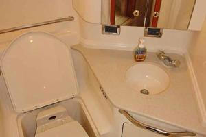 46' Sea Ray 460 Sundancer 2003 Aft Head W/VacuFlush Marine Toilet, Sink, & Shower Wand