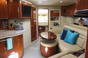 46' Sea Ray 460 Sundancer 2003 Salon W/Galley To Port & Seating To Starboard