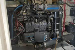 37' Maxum SCA 1998 Maxum SCR 3700 Port Engine.jpg