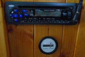 45' Bruce Roberts Waverunner 2003 CD Player.JPG