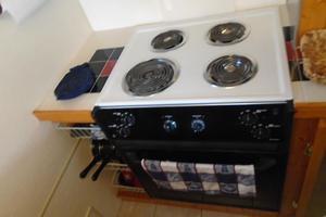 45' Bruce Roberts Waverunner 2003 Oven and Range.JPG