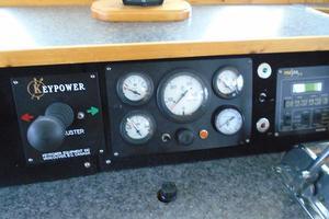 45' Bruce Roberts Waverunner 2003 Gauges, stern thruster controller.JPG