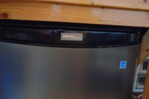 45' Bruce Roberts Waverunner 2003 Danby Refrigerator.JPG