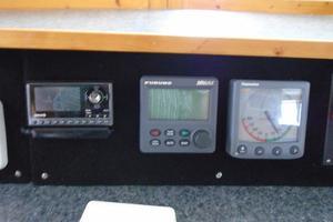 45' Bruce Roberts Waverunner 2003 Sirius Radio, Autopilot, rudder angle indicator.JPG
