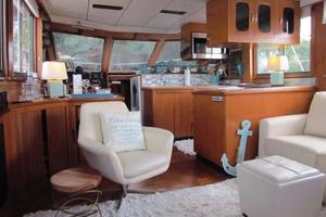 46' Jefferson Motor Yacht 1994 Salon Forward View