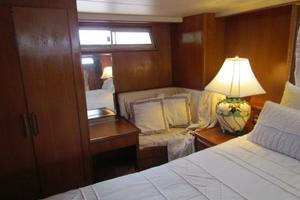 46' Jefferson Motor Yacht 1994 Master Stateroom Satrboard View