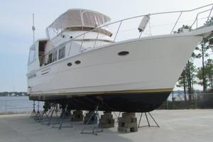 46' Jefferson Motor Yacht 1994 Profile Starboard Forward View