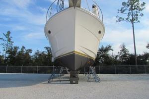 46' Jefferson Motor Yacht 1994 Profile Bow