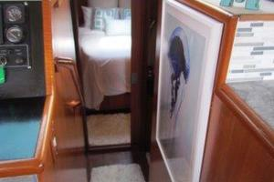 46' Jefferson Motor Yacht 1994 Companionway Forward