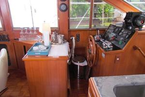 46' Jefferson Motor Yacht 1994 Lower Helm View