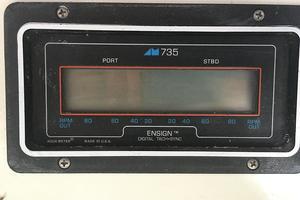 39' Tollycraft 39 Sport 1990 Tollycraft 39 sport rpm syncronization gauge.JPG