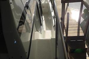 39' Tollycraft 39 Sport 1990 Tollycraft 39 sport Starboard walkway.JPG