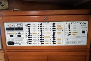 42' Catalina MkII 2001 2001 Catalina 42 Samba Electrical Panel 063017.jpg