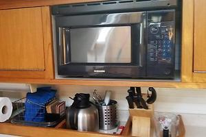 42' Catalina MkII 2001 2001 Catalina 42 Samba Microwave and counter storage 063017.jpg