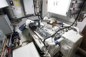 74' Hatteras 74 Cpmy 1989 Hatteras 74 CPMY Engine Room