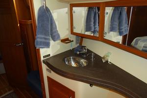 44' Island Packet 440 2007 Forward Vanity w/Sink
