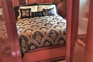 58' Hampton 580 Pilothouse 2008 Master Stateroom