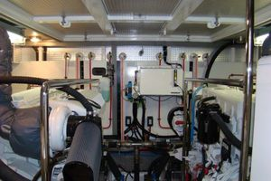 58' Hampton 580 Pilothouse 2008 Engine room