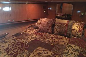 58' Hampton 580 Pilothouse 2008 VIP Stateroom